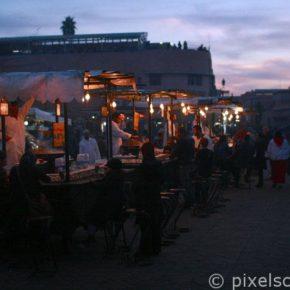 essen-staende-Djemaa-el-Fna-Marrakesch