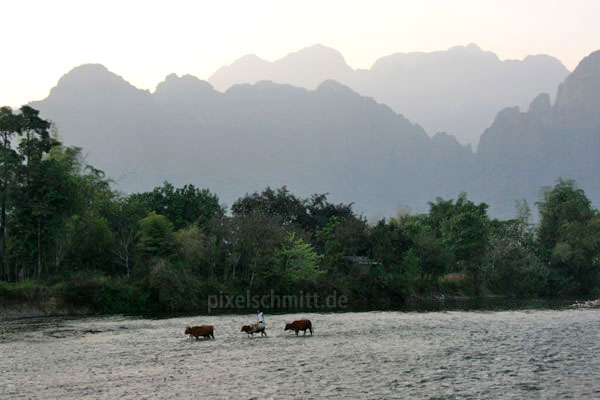 008-karstgebirge-im-sonnenuntergang-vang-vieng-laos