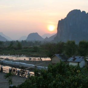 009-karstgebirge-im-sonnenuntergang-vang-vieng-laos