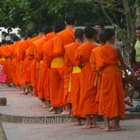 026-moenche-in-luang-prabang-laos