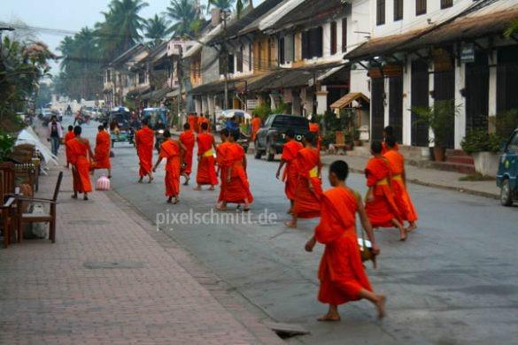 027-moenche-in-luang-prabang-laos