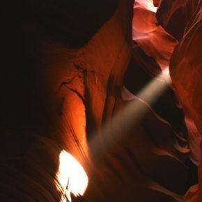upper-antelope-canyon-lichtstrahl-02