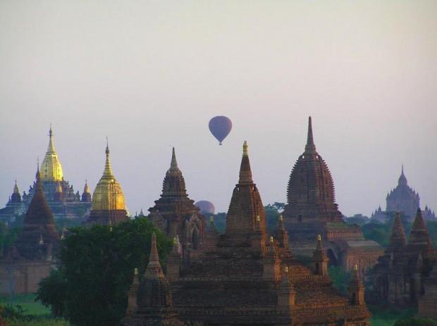 ballons-over-bagan-heissluftballon-sonnenaufgang