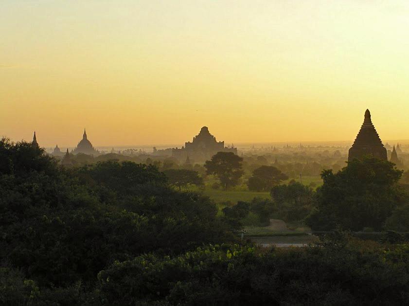 sonnenaufgang-ueber-bagan-myanmar