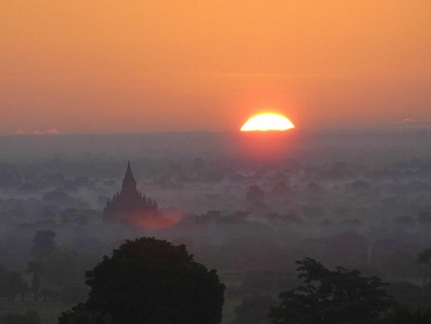 sonnenaufgang-ueber-bagan-pagode