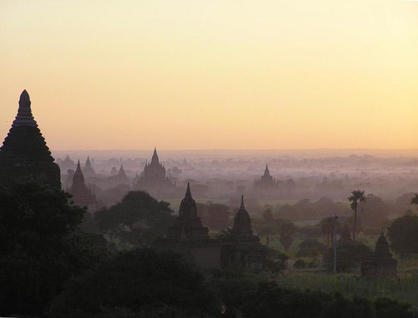 sonnenaufgang-ueber-bagan-pagoden