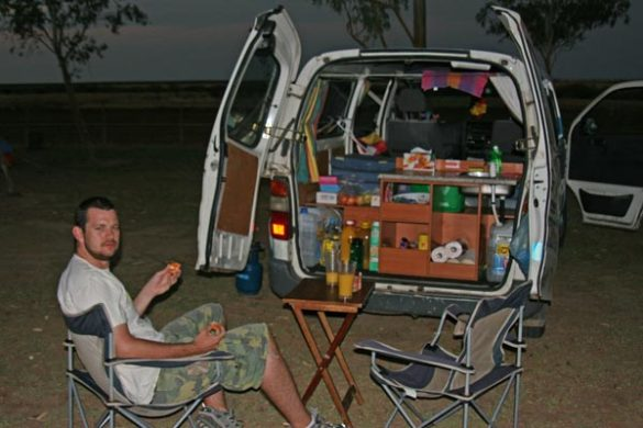 wicked-camper-australien-abendessen-kofferraum