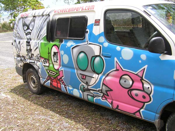 wicked-camper-invader-zim-australien-ellis-beach