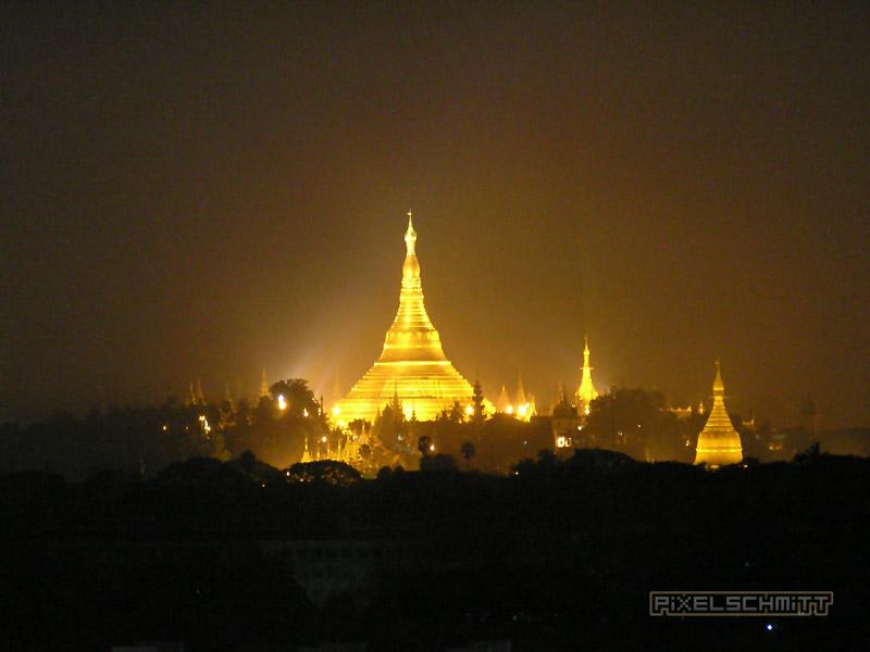 myanmar-reisebericht-yangon-shwedagon-pagode-bei-nacht