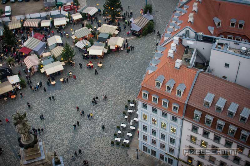 blick-von-der-frauenkirche-dresden-vorplatz