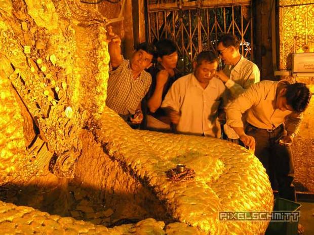 buddha-mahamuni-pagode-mandalay-blattgold