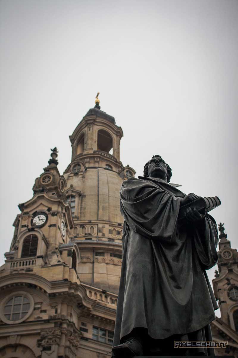 Frauenkirche Dresden mit der Statue von Martin-Luther