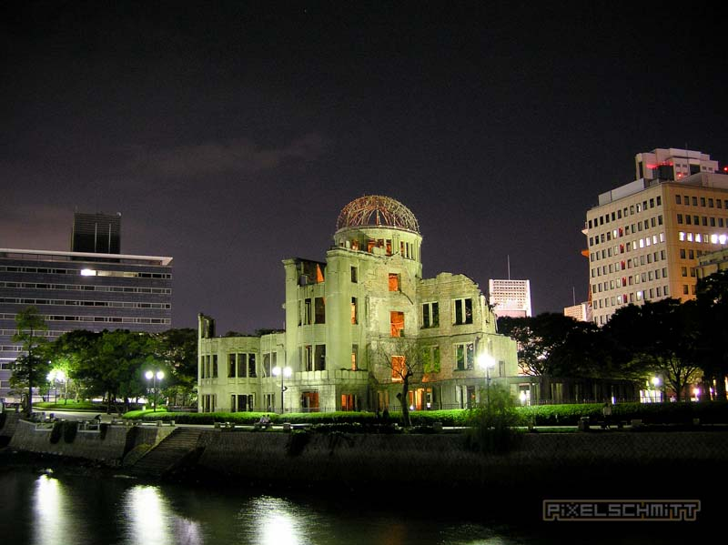 Sprachlos vor dem Atomic Bomb Dome in Hiroshima