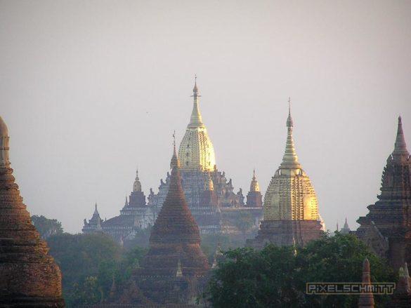 Sonnenaufgang über Bagan