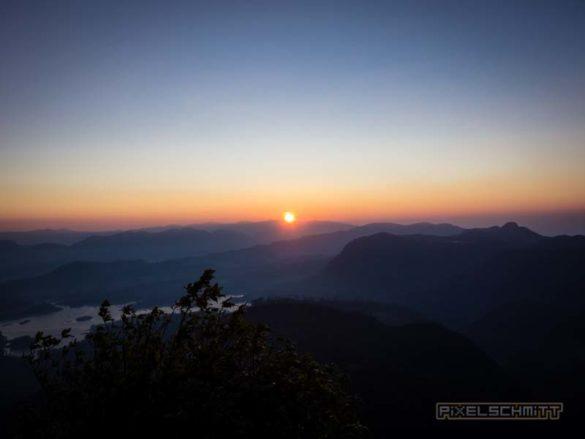 how-to-climb-adams-peak-sri-lanka-sri-pada-25