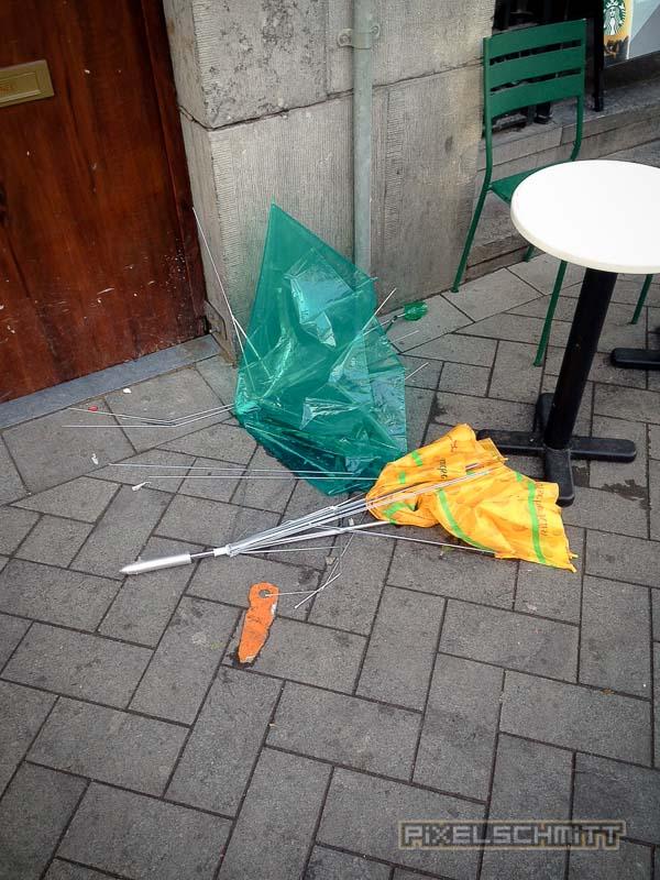 orkan-amsterdam-regenschirme-10