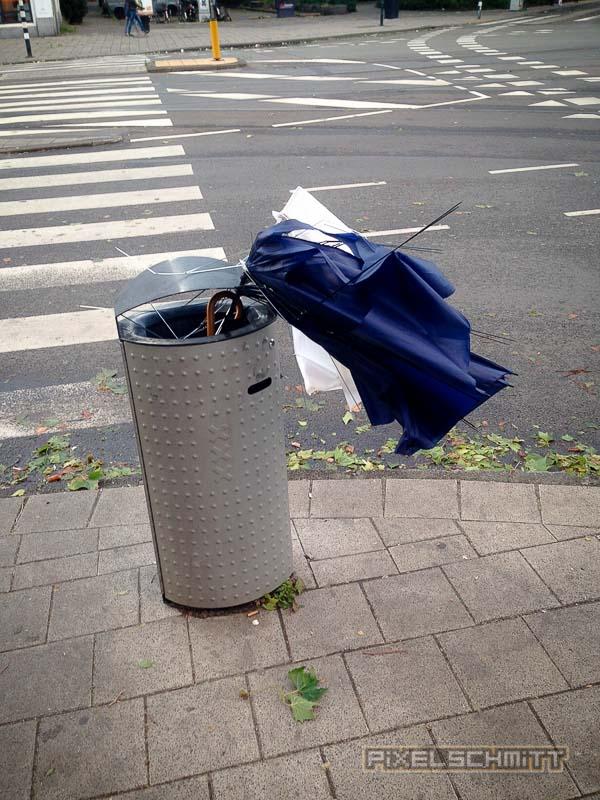 orkan-amsterdam-regenschirme-15