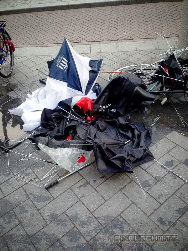 orkan-amsterdam-regenschirme-9