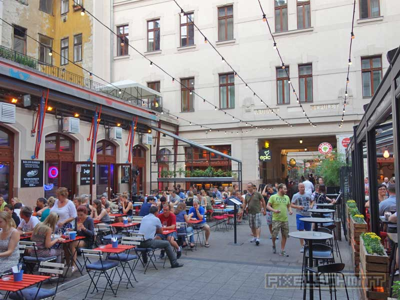 ruinenbar-budapest-3-05
