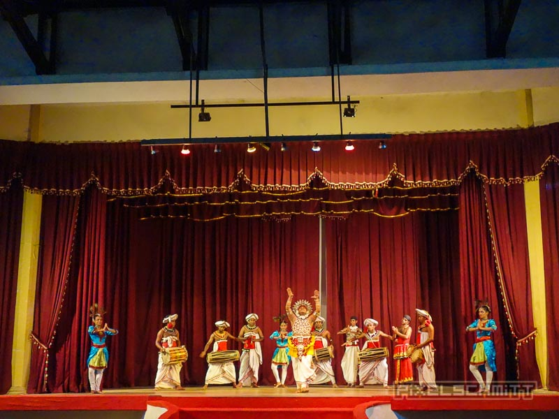 kandy-sri-lanka-17-tanz-show