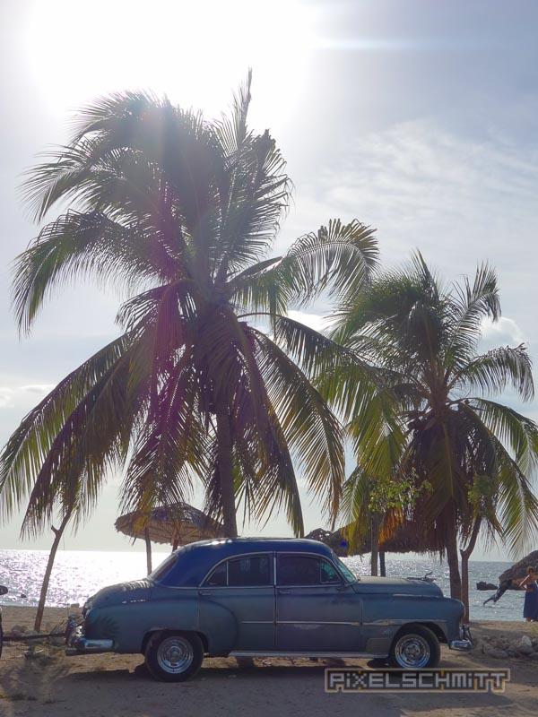Oldtimer am Strand von Trinidad