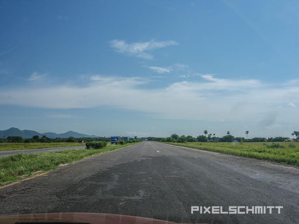 Die Autobahn auf Kuba - bei schönem Wetter