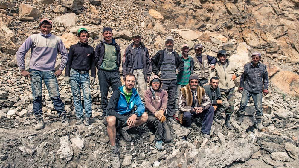 In Gudara, dem letzten Dorf im Bartang müssen wir mit den Jungs aufs Bild - Foto: www.kilianreil.com