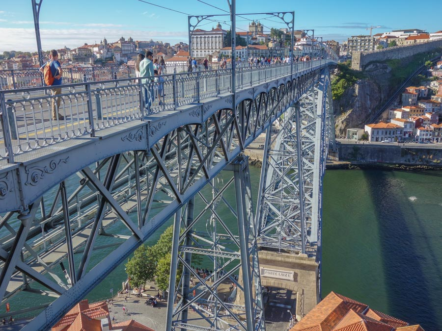Brücke Porto etwa 45 Meter über dem Fluss