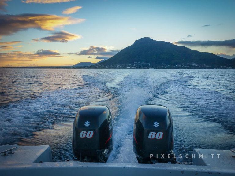 Früh am Morgen unterwegs zu den Delfinen von Mauritius