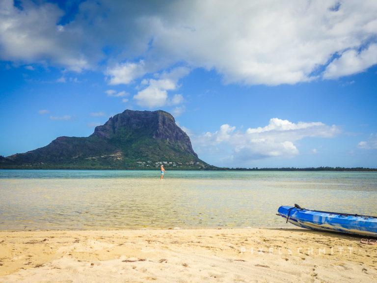 Urlaub Mauritius: Mit dem Kanu auf eine Insel in der Lagune