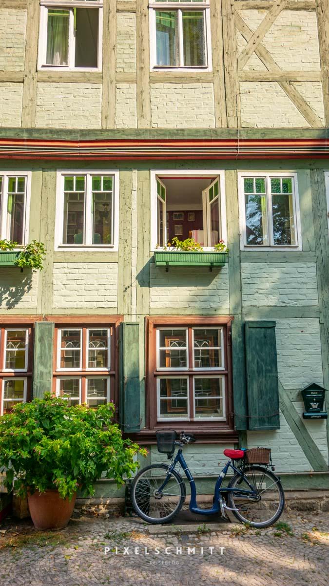 sehenswuerdigkeiten quedlinburg alte fassade