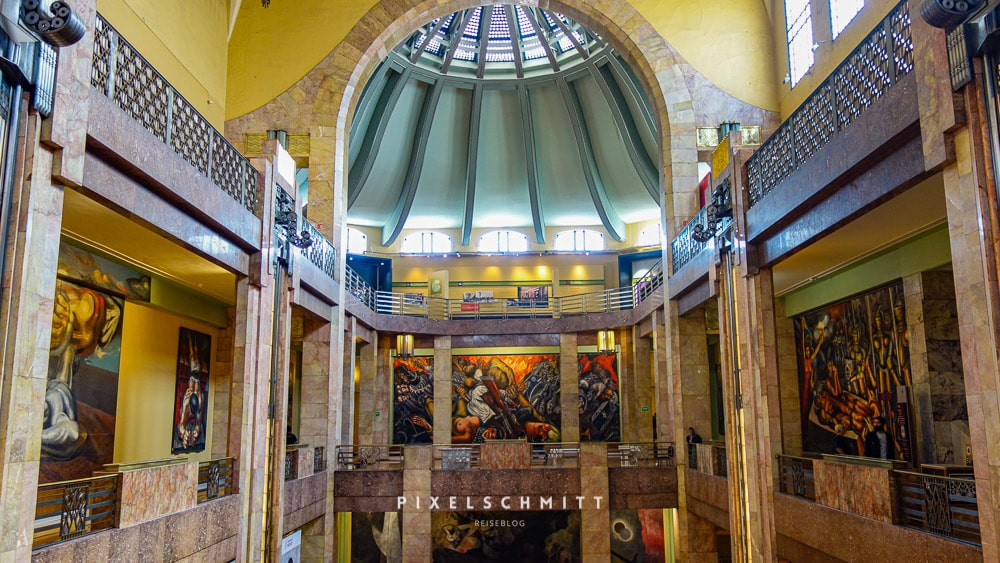 Ein Blick in den Palacio de Bellas Artes