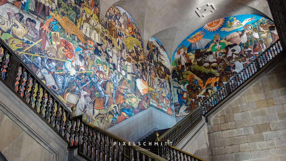 Diego Riveras Wandgemälde im Palacio Nacional
