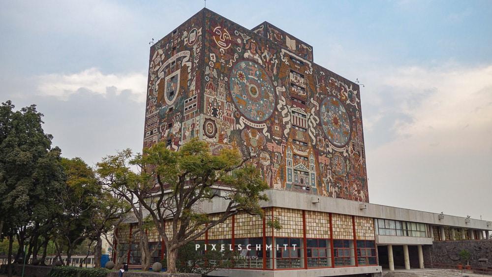 Das Gebäude der Universitäts-Bibliothek in Mexiko-Stadt