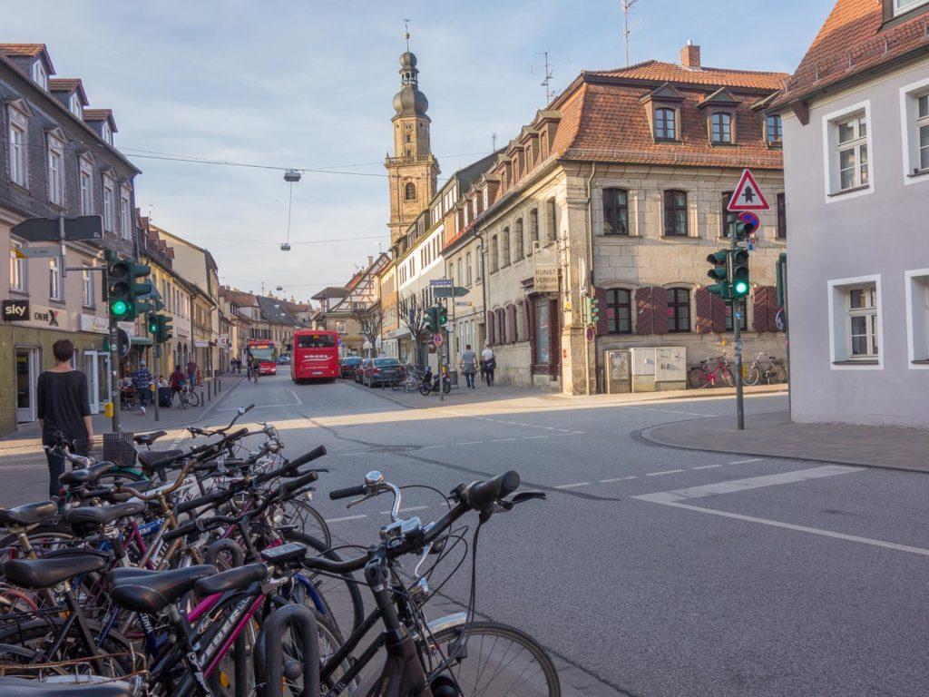 Ein Blick in die Hauptstraße in Erlangens Altstadt
