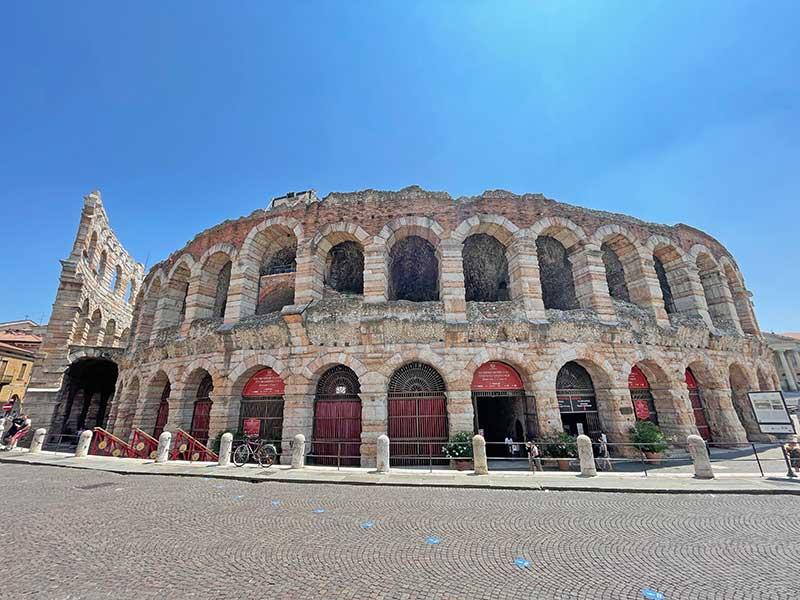 Die Arena in Verona von aussen (2021)