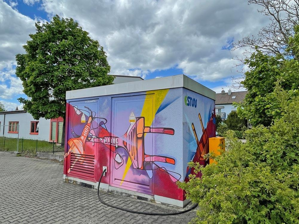Graffiti von Julian Vogel auf einer Trafostation in Erlangen-Eltersdorf