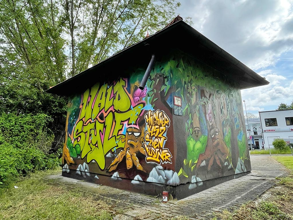 Graffiti und Street Art in Erlangen: Wald Style Bayernstraße