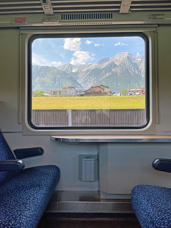 Diese tolle Landschaft zieht im Zug nach Italien an Deinem Fenster vorbei