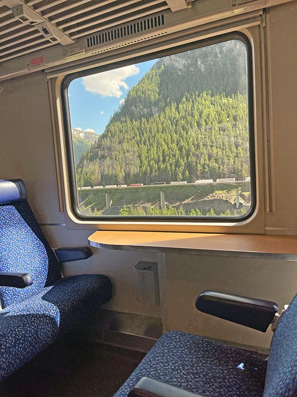 Mit dem Zug vorbei am Stau am Brenner