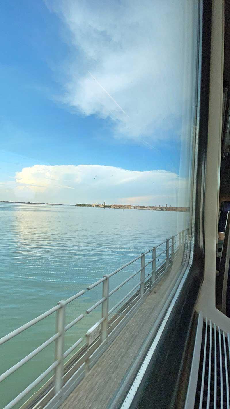 Entspannt mit dem Zug nach Venedig.