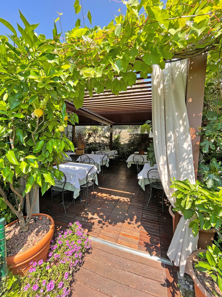 Osteria Al Torcol in Sirmione (Gardasee) mit lauschigem Garten